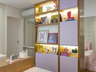 SESSO & DALANEZI Dormitorios modernos: Ideas, imágenes y decoración Morado/Violeta