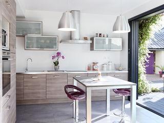 Rénovation d'une longère O2 Concept Architecture Cuisine moderne Métal Effet bois