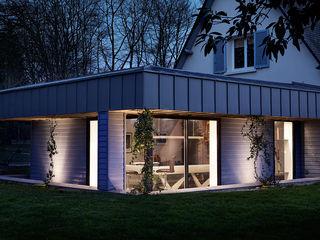 Extension salle de billard O2 Concept Architecture Maisons modernes Bois Bleu