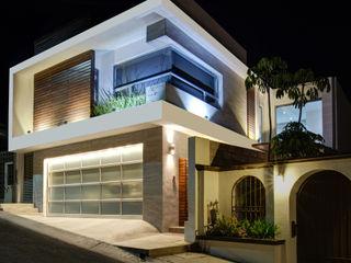 SZTUKA Laboratorio Creativo de Arquitectura Modern houses Wood White