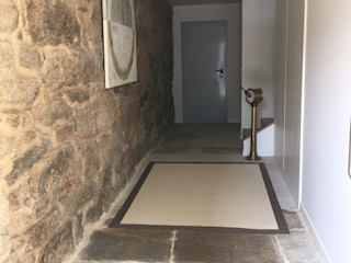 Rehabilitación de vivienda Unifamiliar. HUGA ARQUITECTOS Paredes y suelos de estilo moderno Piedra