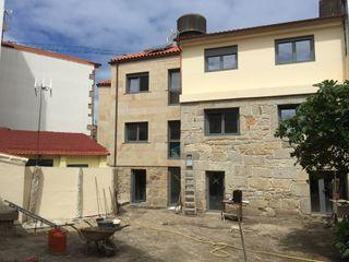 Rehabilitación de vivienda en c/SIMANCAS en Vigo (Pontevedra) HUGA ARQUITECTOS Casas de estilo moderno Piedra
