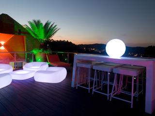 Objetos DAC Modern balcony, veranda & terrace