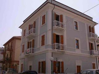Ristrutturazione palazzina liberty Pescara POMP0NI ASSOCIATI SRL Spazi commerciali in stile classico