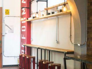 Reformanda - Barra de café Taller La Semilla Gastronomía de estilo industrial Rojo
