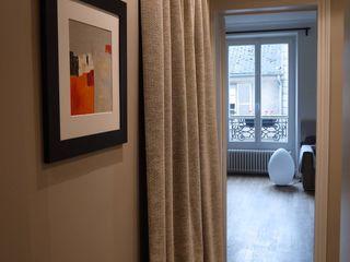 Un nid douillet Agence Laurent Cayron Couloir, entrée, escaliers modernes