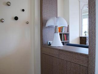 Contemporain et Haussmannien Agence Laurent Cayron Couloir, entrée, escaliers modernes