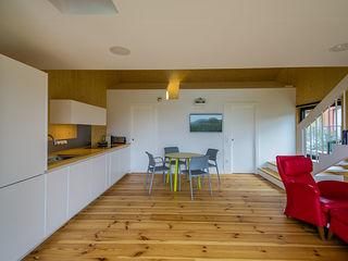 MapOut Modern style kitchen
