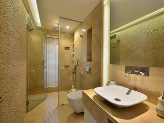 homify Minimalist style bathroom Marble Beige