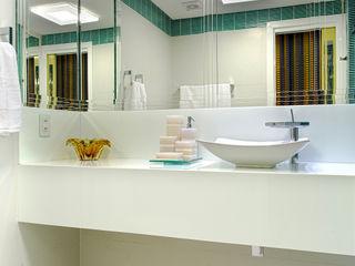 Milla Holtz & Bruno Sgrillo Arquitetura 現代浴室設計點子、靈感&圖片