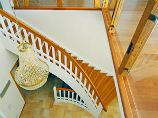 STREGER Massivholztreppen GmbH Country style corridor, hallway& stairs Solid Wood White