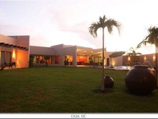 AIDA TRACONIS ARQUITECTOS EN MERIDA YUCATAN MEXICO Jardines de estilo clásico Derivados de madera Multicolor