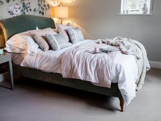 Colourful Transformation Lauren Gilberthorpe Interiors オリジナルスタイルの 寝室