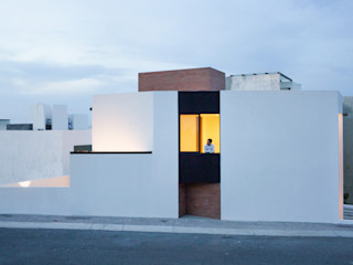 Región 4 Arquitectura Minimalist house