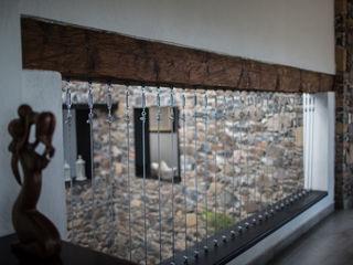 Región 4 Arquitectura Eclectic corridor, hallway & stairs