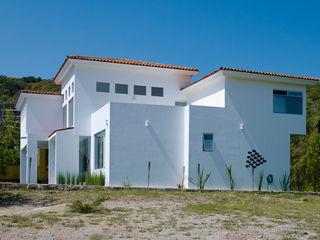 RESIDENCIA DIANA Excelencia en Diseño Casas coloniales Ladrillos Blanco