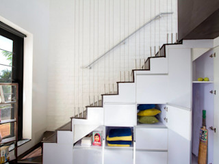 The Staircase - 1 Urban Shaastra Minimalist corridor, hallway & stairs