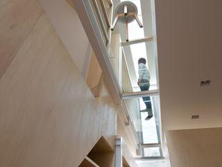 藤原・室 建築設計事務所 Moderner Flur, Diele & Treppenhaus