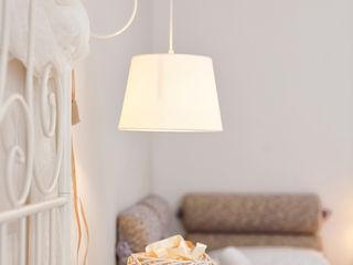 Modernes Landhausstil Schlafzimmer in Offwhite & Taupe Homemate GmbH Schlafzimmer im Landhausstil Weiß