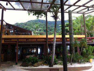 JUQUEHY PRAIA HOTEL – EDIFÍCIO DE EVENTOS E CONVIVÊNCIA Piratininga Arquitetos Associados Hotéis minimalistas