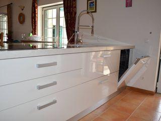 Ansidecor Nhà bếp phong cách hiện đại Gỗ thiết kế White