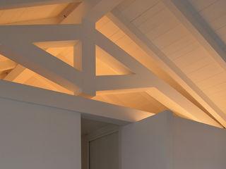 Studio di Architettura Ortu Pillola e Associati Modern Oturma Odası Ahşap Beyaz