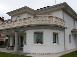 Villetta con particolari tondi Eleni Decor Case in stile mediterraneo