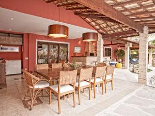 Andréa Spelzon Interiores Rustic style balcony, porch & terrace