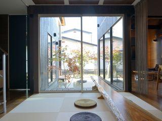 松浦一級建築設計事務所 Corridor, hallway & stairsAccessories & decoration Wood Brown