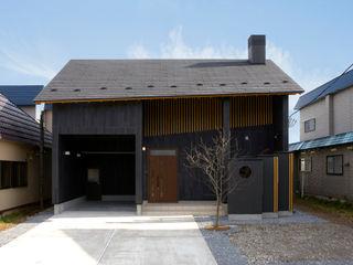 松浦一級建築設計事務所 Corridor, hallway & stairsAccessories & decoration Wood Black