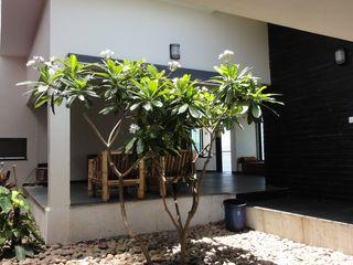 4th axis design studio Ingresso, Corridoio & Scale in stile rustico