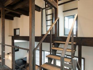 森村厚建築設計事務所 Pasillos, hall y escaleras de estilo asiático Madera Acabado en madera