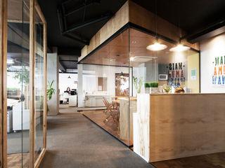 Coletivo de Arquitetos Minimalist study/office