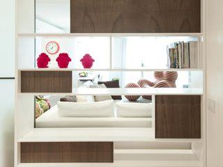 Studio Associato Casiraghi Couloir, entrée, escaliers minimalistes Bois Blanc
