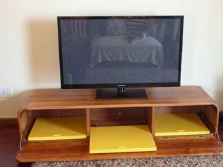 GreenCube Design Pty Ltd غرفة المعيشةخزانات التلفزيون الجانبية خشب