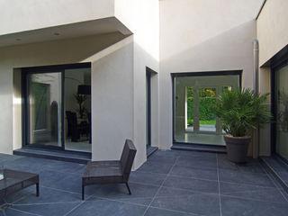 Maison contemporaine Pierre Bernard Création JardinAccessoires & décorations Céramique Gris