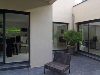 Maison contemporaine Pierre Bernard Création Balcon, Veranda & Terrasse modernes