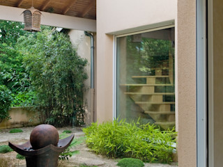 Maison à l'architecture originale avce piscine Pierre Bernard Création Jardin asiatique