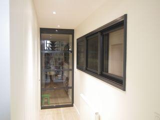 Maison au design moderne avec piscine Pierre Bernard Création Fenêtres & Portes modernes