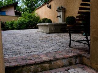 Pierre Bernard Création Classic style garden Stone