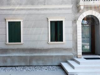 Villa a Barbarano Vicentino Eleni Decor Finestre & Porte in stile classico
