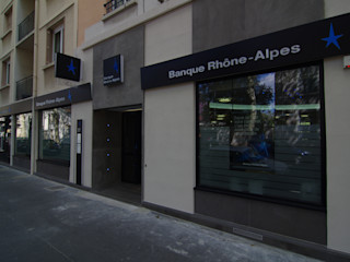 Rehabilitation d'une banque lyonnaise Pierre Bernard Création Espaces commerciaux modernes Gris