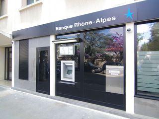 Rehabilitation d'une banque lyonnaise Pierre Bernard Création Espaces commerciaux modernes
