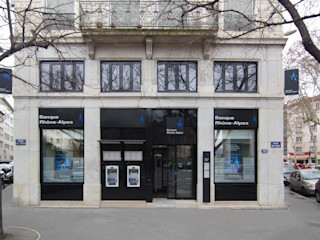 Rehabilitation d'une banque lyonnaise Pierre Bernard Création Locaux commerciaux & Magasin modernes