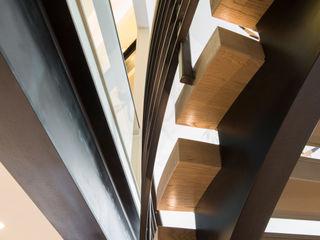 EeStairs | Stairs and balustrades Modern corridor, hallway & stairs Wood