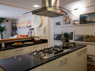 Tato Bittencourt Arquitetos Associados Asian style kitchen