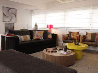 Fernanda Moreira - DESIGN DE INTERIORES Living roomTV stands & cabinets Wood Yellow