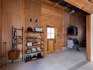ALTS DESIGN OFFICE Коридор, прихожая и лестница в рустикальном стиле Дерево Эффект древесины