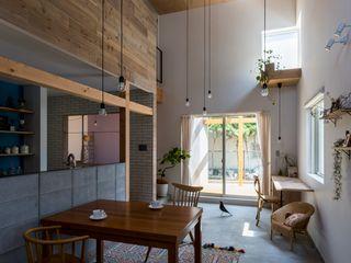 ALTS DESIGN OFFICE Столовая комната в рустикальном стиле Дерево Эффект древесины