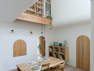 ALTS DESIGN OFFICE Столовая комната в скандинавском стиле Дерево Бежевый